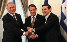 Cypriot President Nicos Anastasiades (C), Israeli Prime Minister Benjamin Netanyahu (L) and Greek Prime Minister Alexis Tsipras shake hands during their meeting at the Presidential Palace in Nicosia on 28 January, 2016. Picture: AFP.
