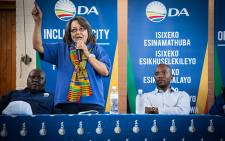 DA Leader Mmusi Maimane with CT Mayor Patricia de Lille talk to a crowd of DA supporters in Gugulethu. Picture: Anthony Molyneaux/EWN.
