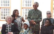 File: Amina Cachalia (L) shares a joke with Nelson Mandela during a lunch he hosted for the wives of apartheid and anti-apartheid leaders in Pretoria in 1995. Picture: AFP
