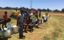 Children and adults queue for water following water cuts in the Emfuleni Municipality on 8 January 2018. Picture: Mia Lindeque/EWN