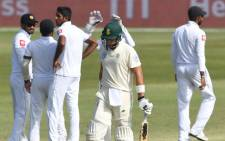 Wiaan Mulder walks in to bat in a Test match for the very first time as Sri Lanka players celebrate a wicket against South Africa. Picture: @OfficialCSA/Twitter.