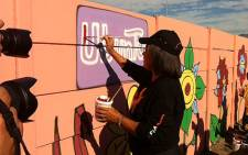 Cape Town Mayor Patricia de Lille cleaning up graffiti in Kalksteenfontein on Mandela Day. Picture: Carmel Loggenberg/EWN
