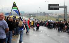 Hundreds of people are gathered on Beyers Naude Drive on 7 April 2017 during protests against President Jacob Zuma after his Cabinet reshuffle. Picture: Christa Eybers/EWN.