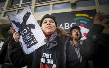 Right2Know campaigners join journalists at a protest against SABC censorship policies in front of the broadcaster's building in Sea Point, Cape Town, on 1 July 2016. Picture: Aletta Harrison/EWN