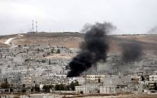 FILE: Smoke rises during armed clashes between Syrian Kurdish fighters and militants from the Islamic State (IS) in and around the town of Kobani, Syria, as seen from the Turkish side of the border. Picture: EPA.