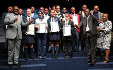 Gauteng govt officials with the province's top math achievers for 2015. Picture: Christa Eybers/EWN