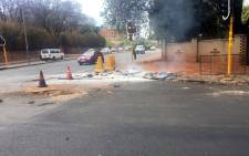 Wits students barricaded parts of Oxford Road with burning tyres and rocks during a protest in Parktown on 17 October 2016. Picture: Clement Manyathela/EWN.