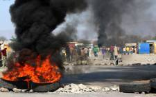 Sondela residents put burning tyres, rocks and other objects on the road leading to the Jabula shaft of Anglo American Platinum (Amplats) mine near Rustenburg on 20 September 2012. Picture: Sapa