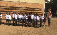 A confident start for Grade 1s at Northcliff Primary School, in Randburg. Picture: Kayleen Morgan/EWN.