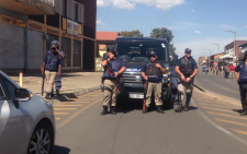 FILE: Police move into a hostel in the area earlier on Thursday. Picture: Mia Lindeque/EWN.