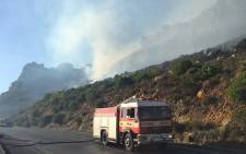 Boyes Drive has been closed to traffic due to veld fires. Picture: Natalie Malgas/EWN.