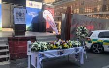 The families, survivors and Gauteng Health Mec Bandile Masuku held a special candlelit and wreath-laying ceremony. Picture: EWN.