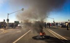 Protesters burn tyres in Glen Ridge on 7 May 2018. Picture: Thomas Holder/EWN