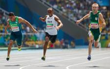 South Africa's Charl du Toit (R) wins the Gold Medal in the Men's 100m - T37 Final the Olympic Stadium during the Paralympic Games, in Rio de Janeiro, Brazil, on September 11, 2016. Picture: Al Tielemans for OIS/IOC via AFP.