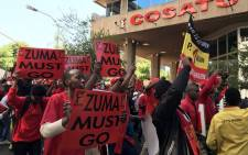 FILE: Workers and union members affiliated with Cosatu participate in an anti-state capture march in Johannesburg on 27 September 2017. Picture: Christa Eybers/EWN