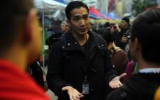 A police negotiator (C) speaks with protesters at the pro-democracy protest site in the Causeway Bay district of Hong Kong on 12 December, 2014. Picture: AFP.