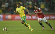 South Africa's Sibusiso Vilakazi (L) speeds away from Egypt's Terek Hamid during a friendly football match at Orlando Stadium on September 6, 2016 in Johannesburg. Picture: AFP