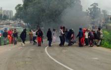 Angry residents in Klipheuwel have taken to the streets burning tyres in the road. Picture: Shamiela Fisher/EWN.