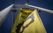 Members of the environmental organisation Greenpeace hang a banner from the Nelson Mandela Bridge in protest. Picture: Thomas Holder/EWN