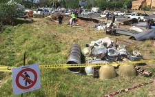 """A """"UFO"""" crash site brough traffic to a standstill in Sandton as curious motorists stopped to have peak at the commotion. Picture: Vumani Mkhize/EWN."""