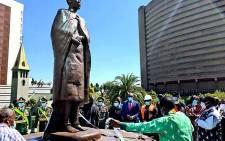Zimbabwe's President Emmerson Mnangagwa (in green) unveils the statue of Mbuya Nehanda on 25 May 2021. Picture: @edmnangagwa/Twitter