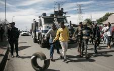 FILE: Protesting Alexandra residents on 8 April 2019 carry tyres as they make their way to the City of Johannesburg's local municipal offices. Picture: Sethembiso Zulu/EWN.