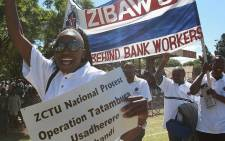 FILE: Bank workers marching on May Day at a rally hosted by the Zimbabwe Congress of Trade Unions (ZCTU) held at Dzivarasekwa Stadium Harare on 1 May 2008. Picture: AFP.