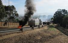 FILE: The scene from a previous protests in Sir Lowry's Pass where residents demonstrated against housing issues and service delivery. Picture: EWN.