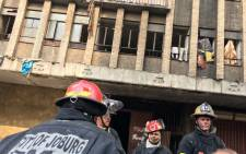 Johannesburg firefighters on the scene of the fire in Nugget Street, Johannesburg. Picture: Hitekani Magwedze/EWN.