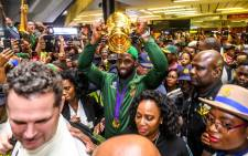 Springbok captain Siya Kolisi holds the Webb Ellis Cup aloft on his arrival at the OR Tambo International Airport in Johannesburg on 5 November 2019. Picture: @Springboks/Twitter