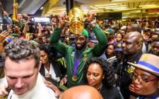 Springbok captain Siya Kolisi holds the Webb Ellis Cup aloft on his arrival at the OR Tambo International Airport in Johannesburg on 5 November 2019. Picture: @Springboks/Twitter