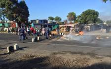 FILE: Siqalo informal settlement residents took to the streets on 24 February 2016 over service delivery concerns. Picture: Xolani Koyana/EWN.