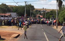 A mob wants the release of suspects arrested for violence earlier in Itireleng. Picture: Yusuf Abramjee/EWN