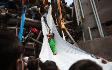 Fire fighters rescued people trapped in a factory that collapsed in Bangladesh on 24 April, 2013. Picture: AFP.