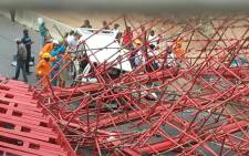 FILE: This photo shows the scaffolding of a pedestrian bridge under construction in Sandton which collapsed. The bridge was being built parallel to Grayston Drive on the M1 on 14 October 2015. Picture: Arrive Alive.