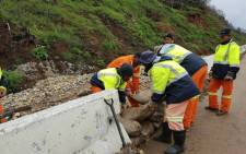 Mop-up teams from the Knysna and Eden District municipalities working to clean up the roads following the recent mudslides. Picture: @KnysnaMuni/Twitter.