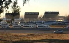 Earlier taxis blocked the N1 highway in Midrand. Picture: Pieter Spies.