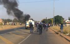 Police gear up to disperse protesters in Ennerdale and clean the road. Picture: Mia Lindeque/EWN.
