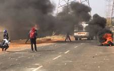 Violence erupts in Kliptown, Soweto. Picture: @BLF_GP.