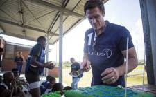 Springbok captain Jean de Villiers cuts a birthday cake for young rugby players in Masiphumelele, Cape Town, on 24 February 2015. Picture: Aletta Gardner/EWN