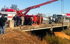 A crane pulls a Putco bus out from a ravine following a fatal accident on 25 June, 2012. Theo Nkonki/EWN