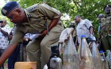 FILE: Police officers display petrol bombs allegedly made by Somalian militants in Mombasa, Kenya on 19 November 2014. Picture: EPA.