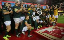 FILE: The Springboks pose with the Nelson Mandela Challenge Plate after their Rugby Championship victory over Australia at Newlands on 27 September 2014. Picture: Aletta Gardner/EWN.