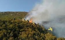 FILE: Firefighters from Working on Fire battle a blaze. Picture: Xolani Koyana/EWN.