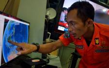 An official from Indonesia's national search and rescue agency in Medan, North Sumatra points at his computer screen to the position where AirAsia flight QZ8501 went missing off the waters of Indonesia on December 28, 2014. Picture: AFP.