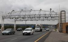 FILE. An e-toll gantry on the N1 in Johannesburg. Picture: Christa van der Walt/EWN.