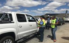 Traffic officials in Beaufort West raise awareness of the region's water crisis on 15 December 2017. Picture: Kevin Brandt/EWN