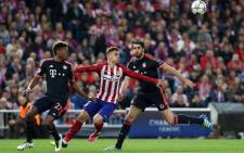 Atletico Madrids midfielder Saul Niguez (centre) vies with Bayern Munichs Spanish midfielder Javi Martinez (right) and Bayern Munichs Austrian midfielder David Alaba during the Uefa Champions League semi-final first leg football match Club Atletico de Madrid vs Bayern Munich at the Vicente Calderon stadium in Madrid on 27 April 2016. Picture: AFP.