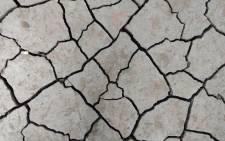 Drought cracks pixabay