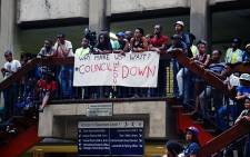 Wits students wait patiently for council members to meet them on 19 October 2015 during protests over proposed fee hikes for the 2016 year. Picture: Reinart Toerien/EWN